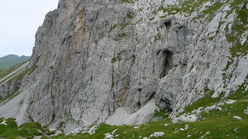 Höhle von Aussen